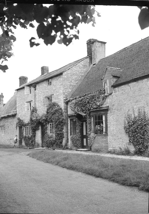 Stone cottages at Halford.  July 10th 1950 |  IMAGE LOCATION: (Warwickshire County Record Office)