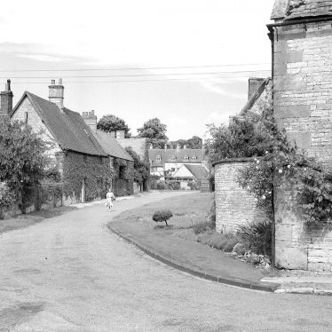 Halford.  Village street and cottages