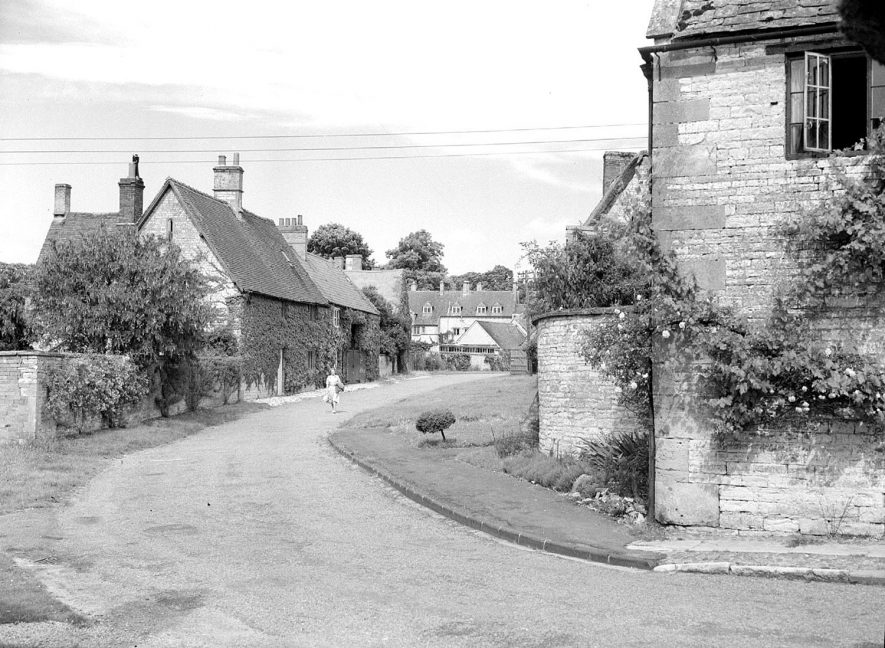 Stone cottages and village street in Halford.  July 10th 1950 |  IMAGE LOCATION: (Warwickshire County Record Office)