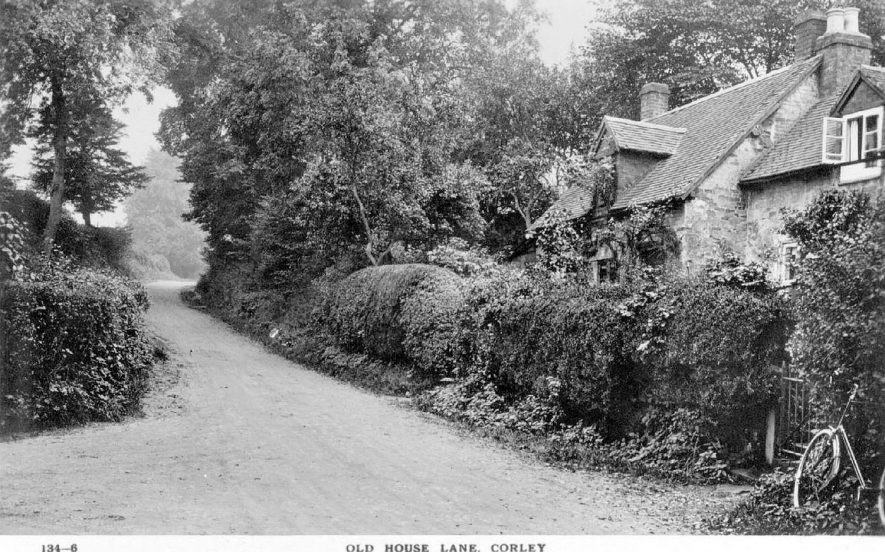 Cottages on Old House Lane.  1920s |  IMAGE LOCATION: (Warwickshire County Record Office)