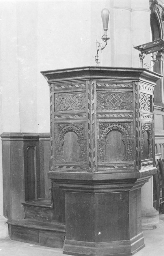 Grendon parish church pulpit.  1900s |  IMAGE LOCATION: (Warwickshire County Record Office)