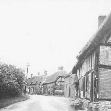 Hampton Lucy.  Timbered and thatched cottages