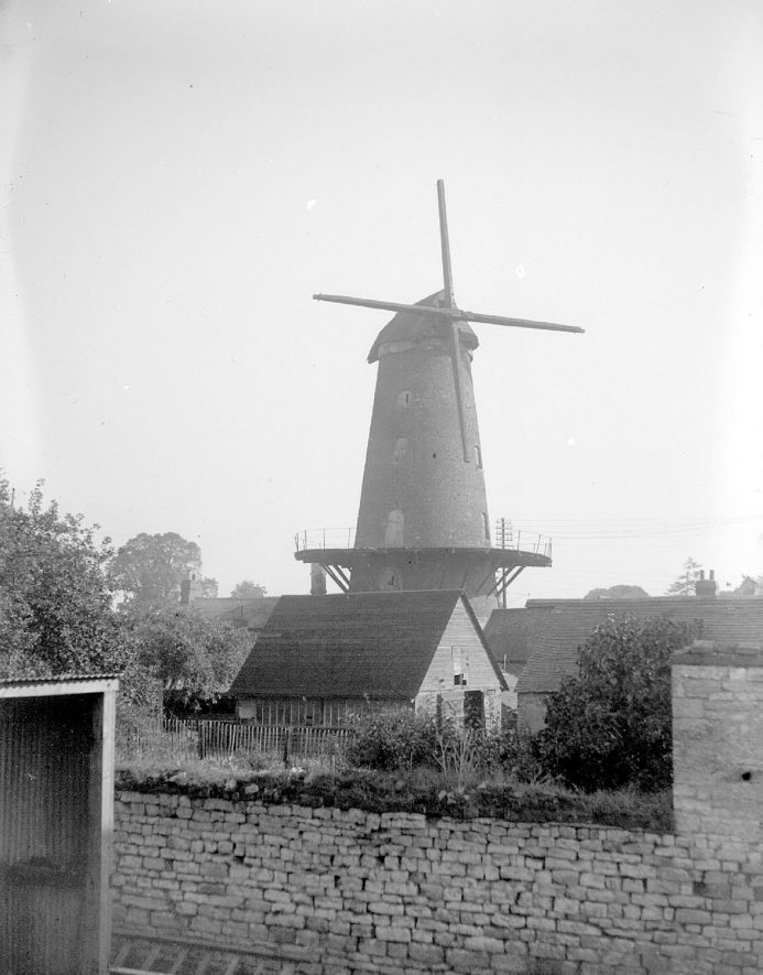 Harbury windmill.  September 1928 |  IMAGE LOCATION: (Warwickshire County Record Office)