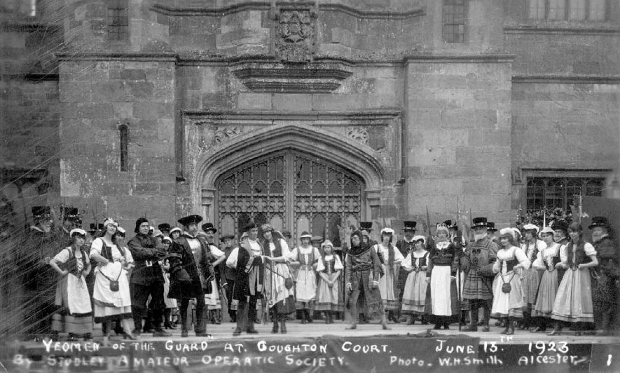 Coughton Court, Studley amateur operatic society with Yeoman of the Guard.  1923 |  IMAGE LOCATION: (Warwickshire County Record Office)