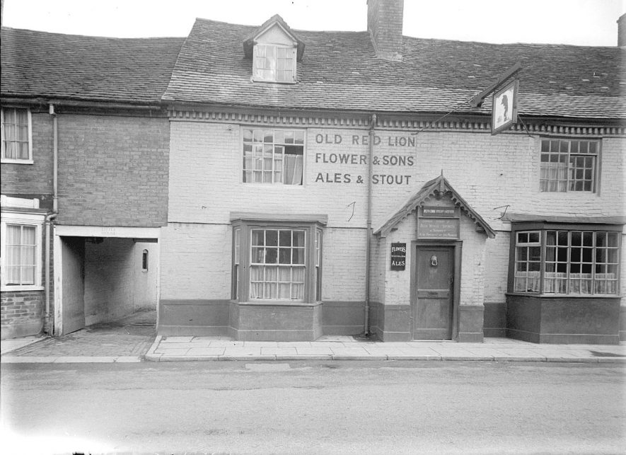 The Red Lion Inn, Henley in Arden.  1944 |  IMAGE LOCATION: (Warwickshire County Record Office)