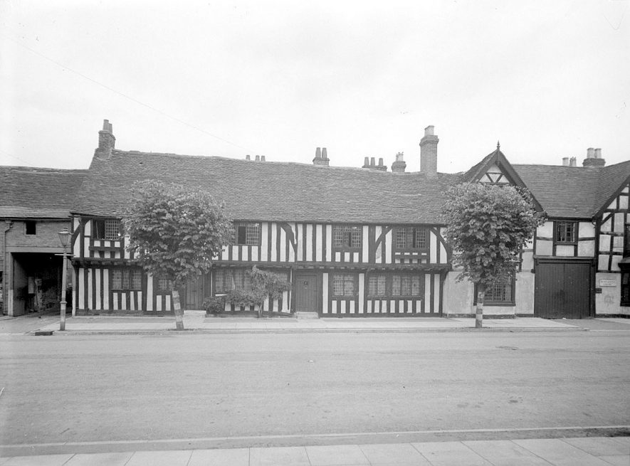 Timbered buildings in Henley in Arden.  1944    IMAGE LOCATION: (Warwickshire County Record Office)