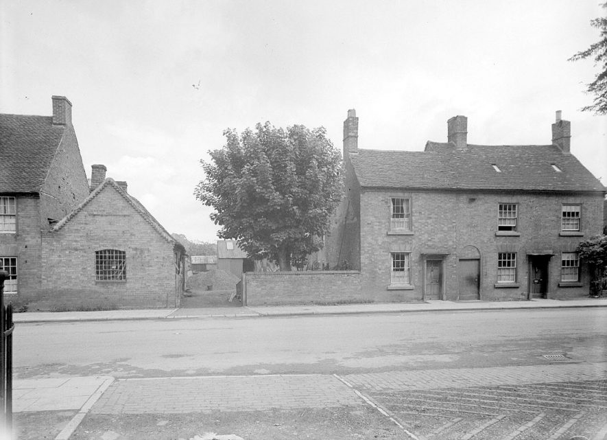 Cottages in Henley in Arden.  1944 |  IMAGE LOCATION: (Warwickshire County Record Office)