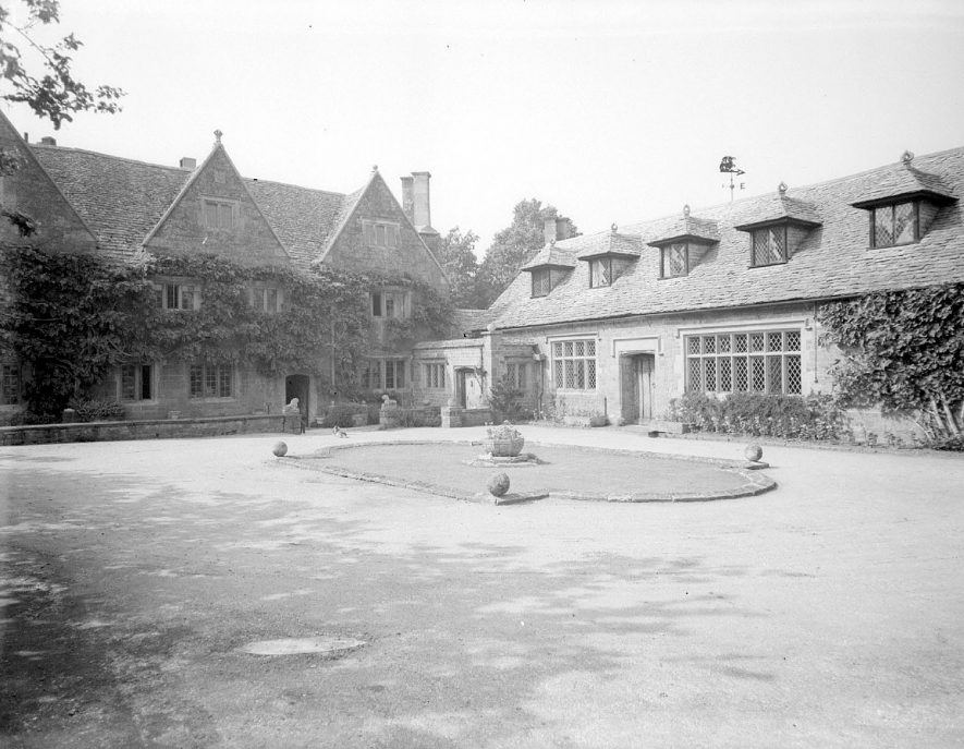 Ilmington manor house and tithe barn.  1948 |  IMAGE LOCATION: (Warwickshire County Record Office)