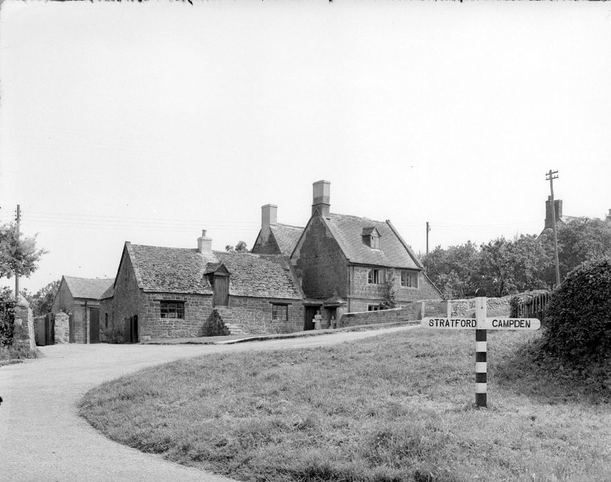 Cottages at the cross-roads in Ilmington.  1948 |  IMAGE LOCATION: (Warwickshire County Record Office)