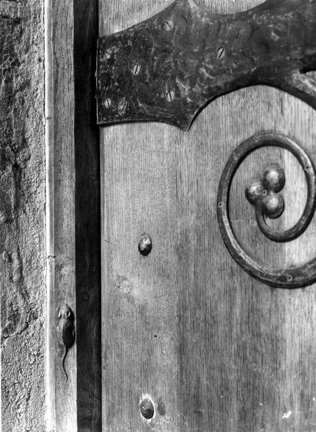 South door of Ilmington church showing the carved mouse, probably the trade mark of R. Thompson, on the jamb.  1930 |  IMAGE LOCATION: (Warwickshire County Record Office)