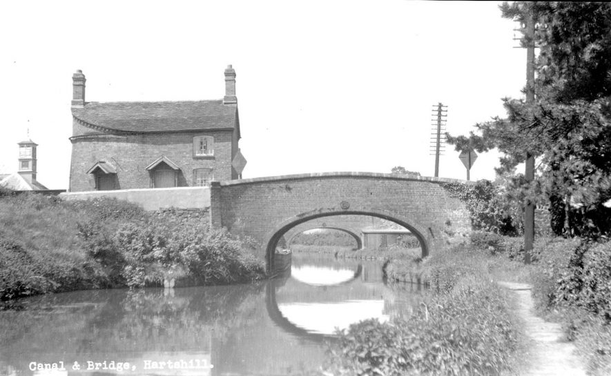 The Coventry Canal and two bridges, Hartshill.  1930s |  IMAGE LOCATION: (Warwickshire County Record Office)