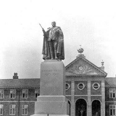 Hatton.  Statue of King Edward VII