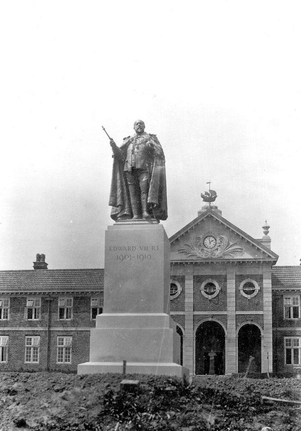 Statue of King Edward VII at the Sanatorium, Hatton.  1924 |  IMAGE LOCATION: (Warwickshire County Record Office)