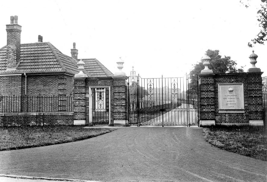 Statue of King Edward VII at sanatorium, Hatton.  1924 [The photo is of the gates of the neighbouring psychiatric hospital, not the statue at the Sanatorium.] |  IMAGE LOCATION: (Warwickshire County Record Office)