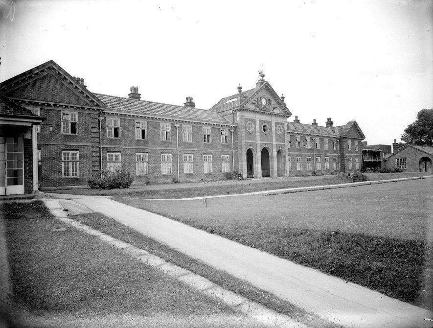King Edward Vii Memorial hospital, Hatton, frontage of main building.  1953 |  IMAGE LOCATION: (Warwickshire County Record Office)