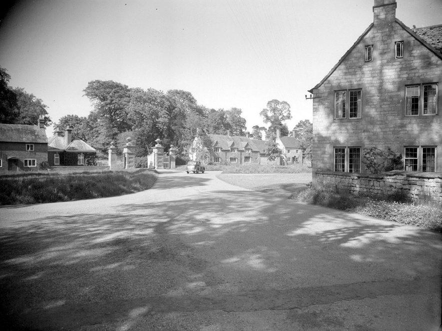 A village scene, Honington.  1955 |  IMAGE LOCATION: (Warwickshire County Record Office)