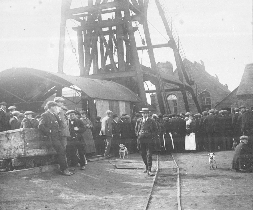 Exhall Colliery fire damage. Crowd of onlookers.  1916 |  IMAGE LOCATION: (Warwickshire County Record Office)
