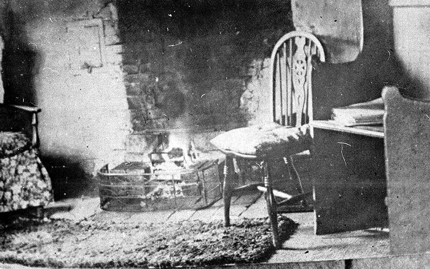 Interior of 'old Selena's',  Avon Ford Cottage, Hampton Lucy.  1914 |  IMAGE LOCATION: (Warwickshire County Record Office)