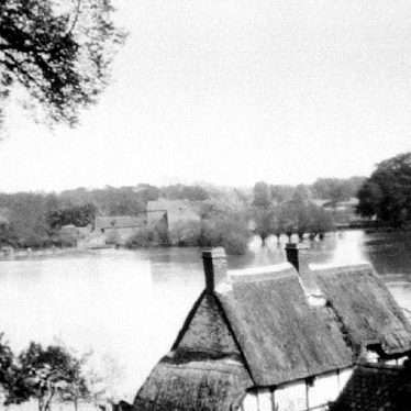 Hampton Lucy.  Avon Ford Cottage and Floods