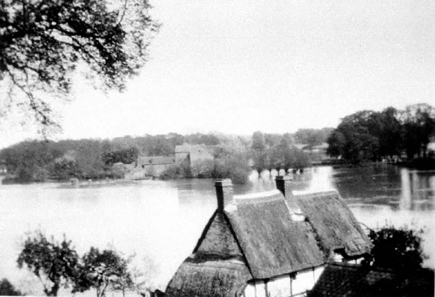 View from hill of Avon Ford Cottage & flooded water meadows, Hampton Lucy.  1938 |  IMAGE LOCATION: (Warwickshire County Record Office)