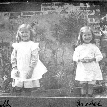 Hampton Lucy.  Edith and Mabel Passmore at Avon Ford Cottage