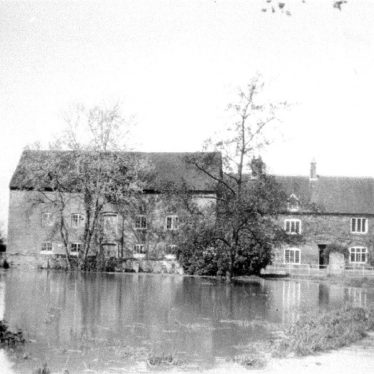 Hampton Lucy.  Charlecote Mill in flood