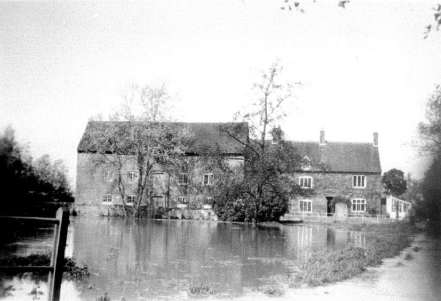 Charlecote water mill in flood, Hampton Lucy.  1931 |  IMAGE LOCATION: (Warwickshire County Record Office)