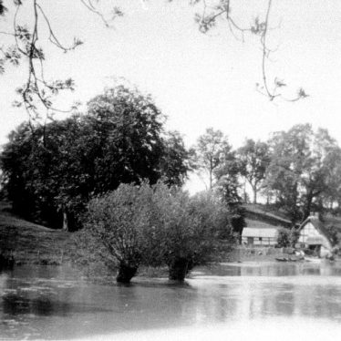 Hampton Lucy.  Avon Ford Cottage in Flood