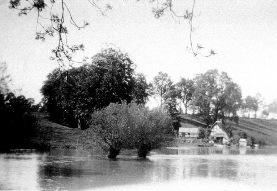Avon Ford cottage in flood, Hampton Lucy.  1931 |  IMAGE LOCATION: (Warwickshire County Record Office)