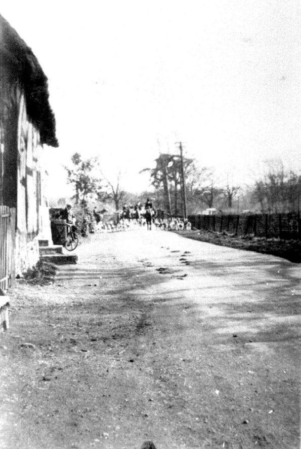 Bridge Street, Hampton Lucy.  1930s |  IMAGE LOCATION: (Warwickshire County Record Office)