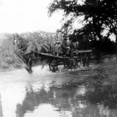 Hampton Lucy.  Horse and cart in floods in Charlecote Road