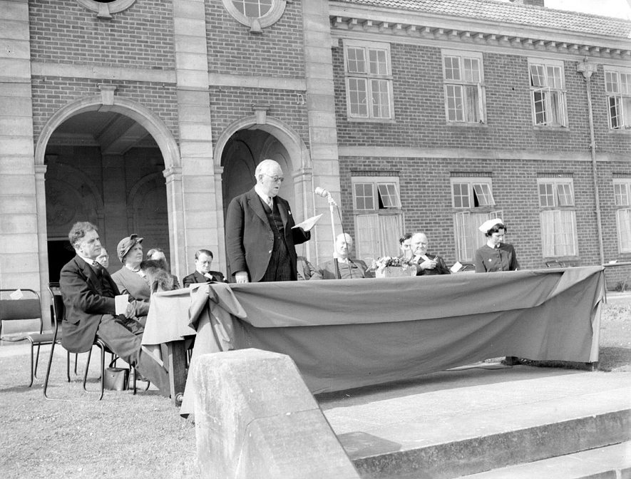 Official opening of the new chest unit by Mr Grosvenor at the King Edward VII Memorial Sanatorium, Hatton.  April 20th 1955 |  IMAGE LOCATION: (Warwickshire County Record Office)