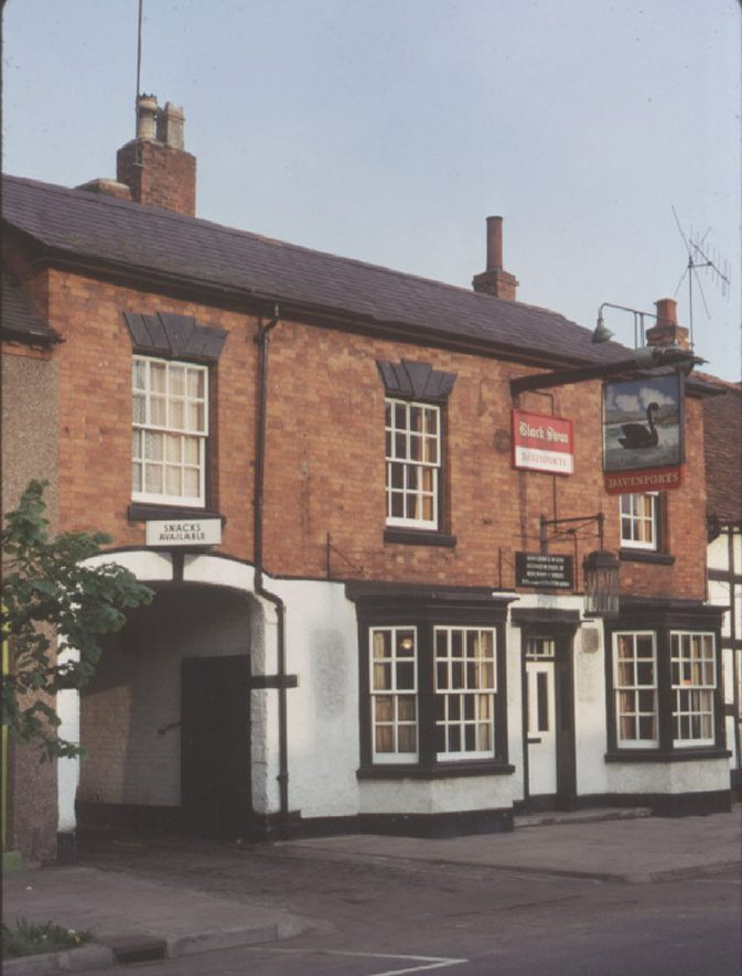 The Black Swan Inn, High Street, Henley in Arden.  1973 |  IMAGE LOCATION: (Warwickshire County Record Office)