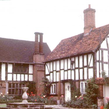 Henley in Arden.  Guild Hall and cottage