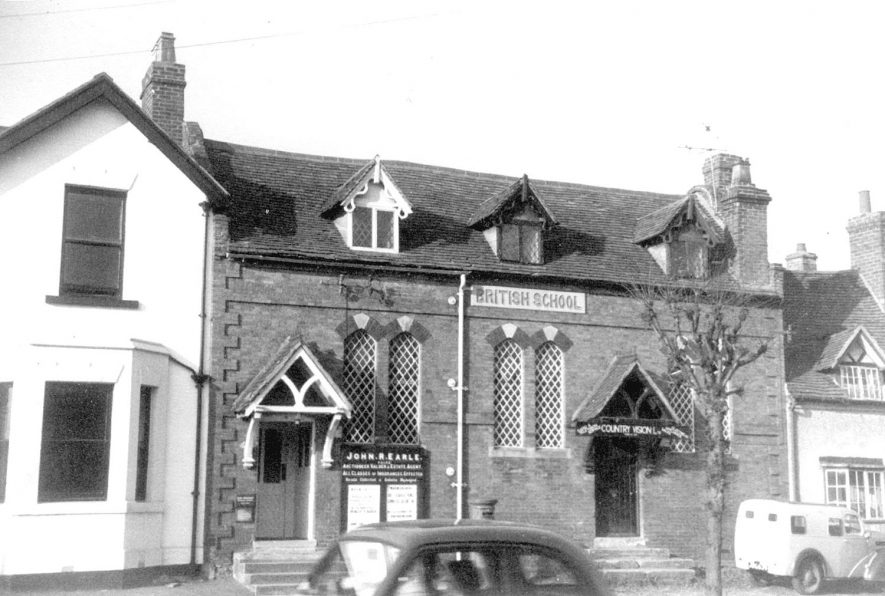 Office of John Earle & Son, auctioneers, Henley in Arden.  1961    IMAGE LOCATION: (Warwickshire County Record Office)