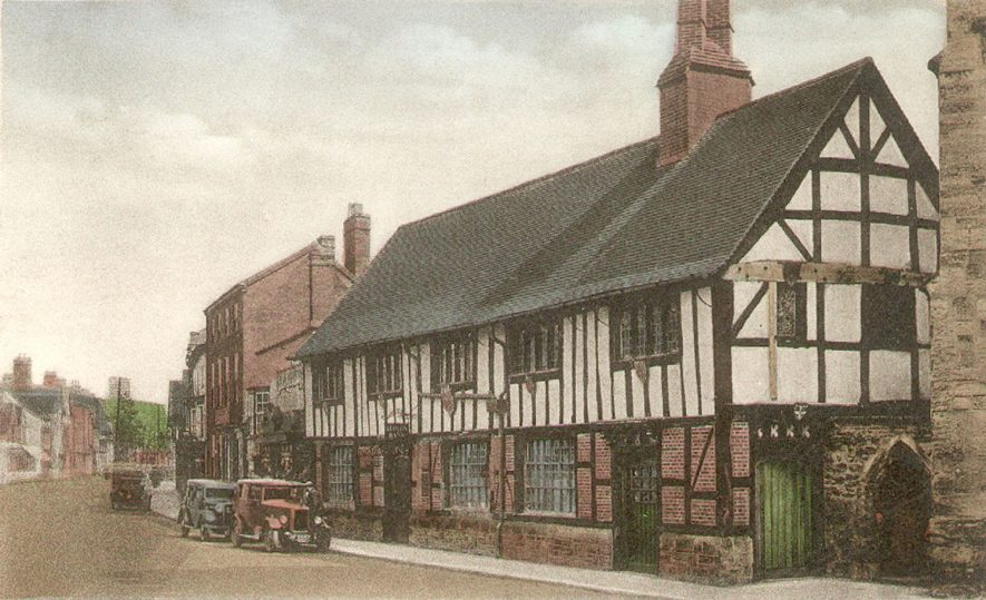 A street in Henley-In-Arden.  1910s    IMAGE LOCATION: (Warwickshire County Record Office)