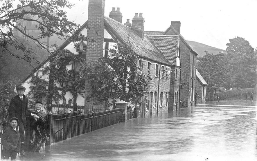 Henley in Arden floods.  1910s |  IMAGE LOCATION: (Warwickshire County Record Office)