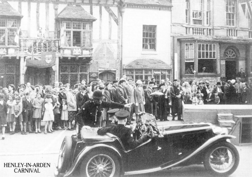 Henley in Arden, probably from Beaudesert.  1930s    IMAGE LOCATION: (Warwickshire County Record Office)