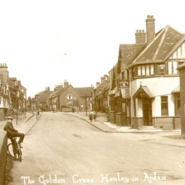 Henley in Arden.  Golden Cross Inn