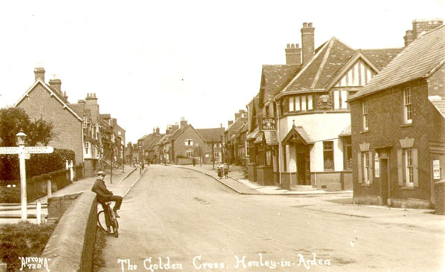 The Golden Cross Inn, Henley in Arden.  1920s |  IMAGE LOCATION: (Warwickshire County Record Office)