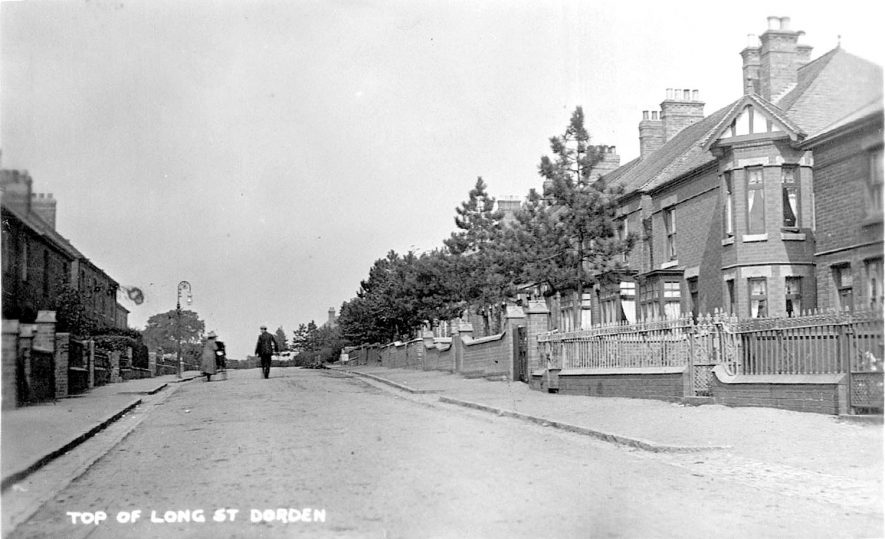 Top end of Long Street with houses and street lamp, Dordon.  1930s |  IMAGE LOCATION: (Warwickshire County Record Office)