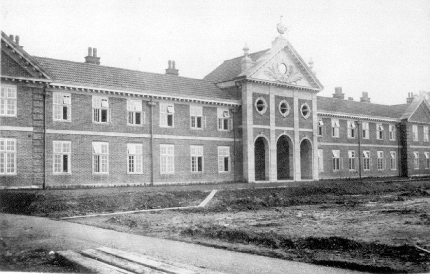 Edward VII memorial Sanatorium main block, Hatton.  1920s |  IMAGE LOCATION: (Warwickshire County Record Office)