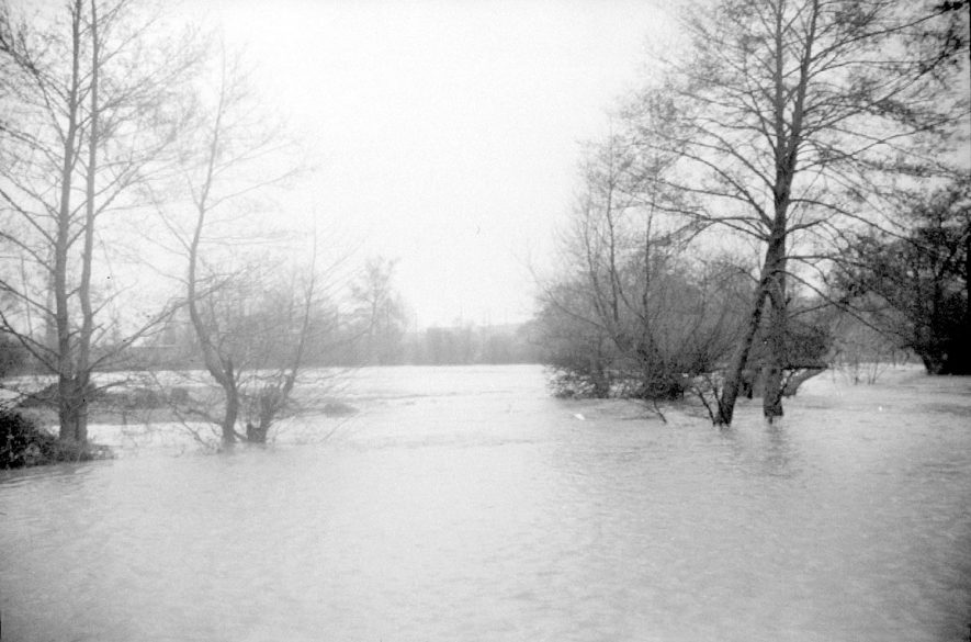 Flooding in Henley in Arden.  1955 |  IMAGE LOCATION: (Warwickshire County Record Office)