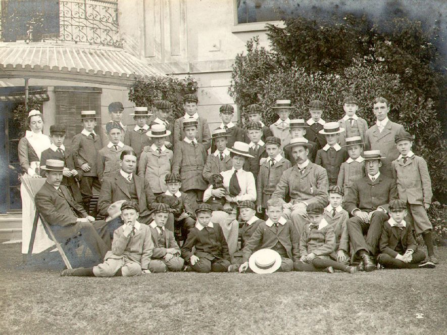 Arden House School, Henley in Arden. A group photograph of pupils and staff.  1910s |  IMAGE LOCATION: (Warwickshire County Record Office)
