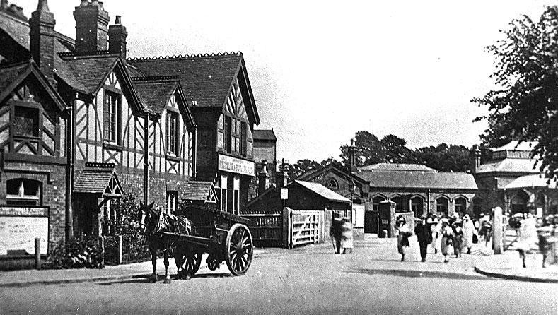 Kenilworth Railway station.  1920s |  IMAGE LOCATION: (Warwickshire County Record Office)