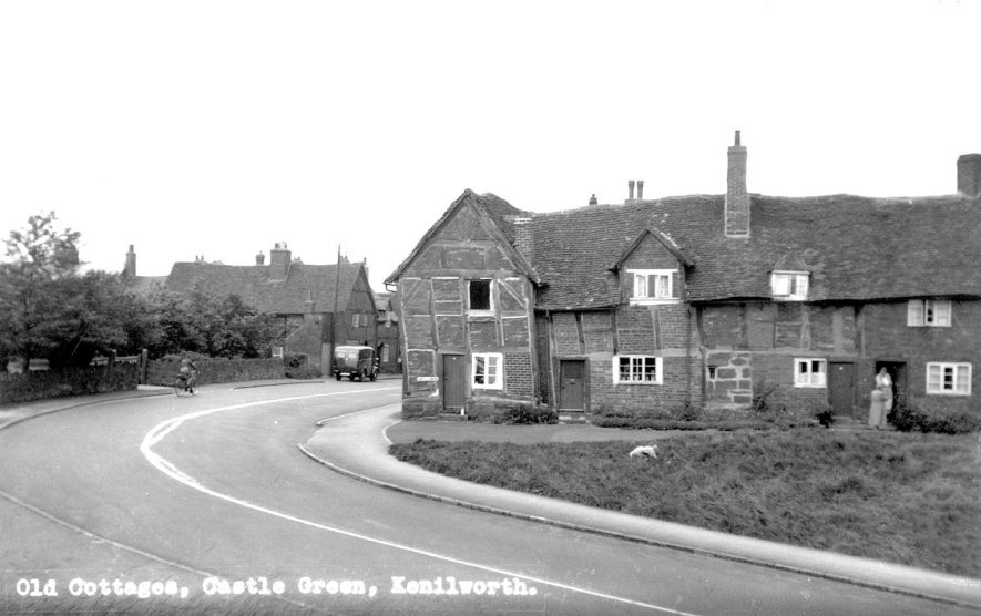 Old cottages on Castle Green, Kenilworth.  1950s |  IMAGE LOCATION: (Warwickshire County Record Office)