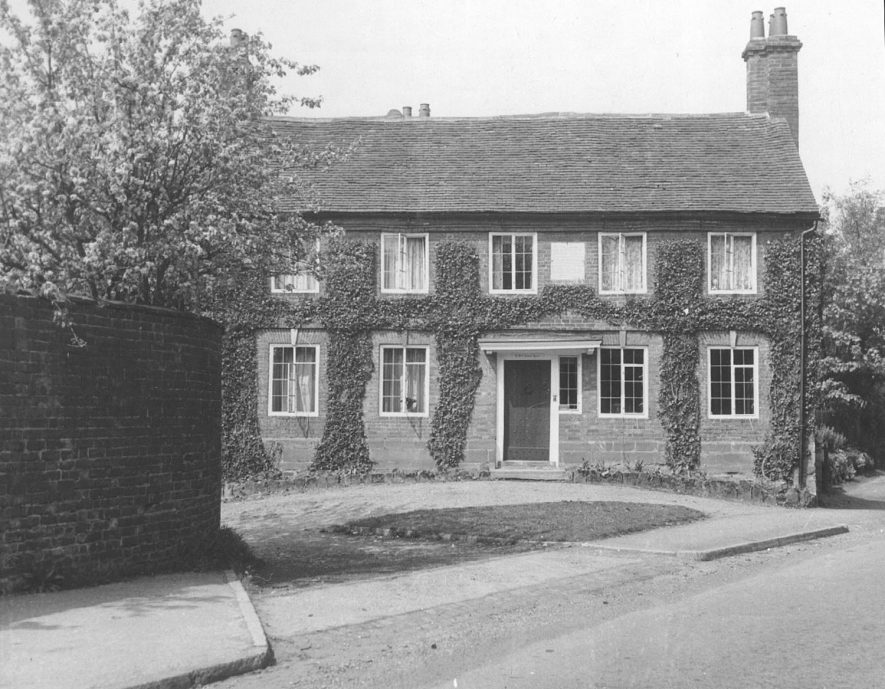The old school house, Borrowell Lane, Kenilworth.  1940s |  IMAGE LOCATION: (Warwickshire County Record Office)
