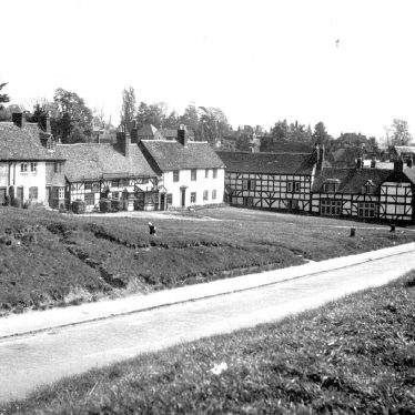 Kenilworth.  View of Castle Green