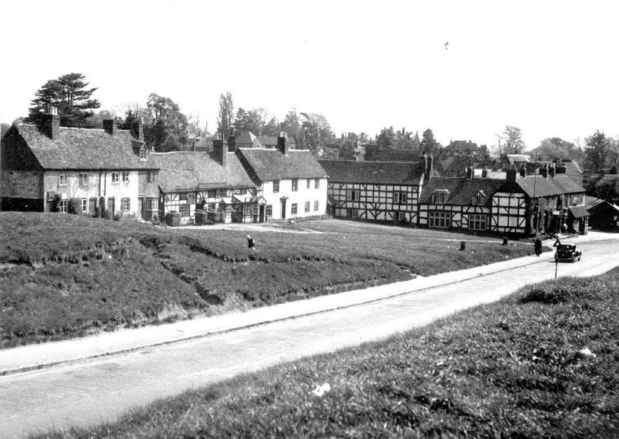 Timbered cottages on Castle Green, Kenilworth.  1930s |  IMAGE LOCATION: (Warwickshire County Record Office)