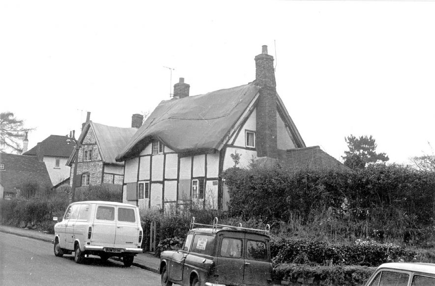 Thatched, timbered cottages at Little Virginia, Castle Hill, Kenilworth.  1972 |  IMAGE LOCATION: (Warwickshire County Record Office)